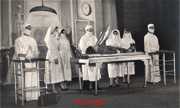 Ameliyathane Dekorunda Asistan Kesme İllüzyonu